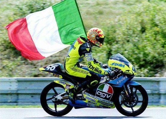 Rossi začíná s AGV
